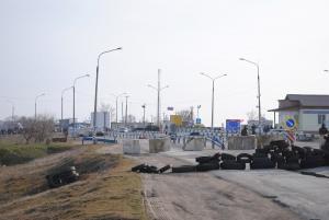 На границе с Крымом украинские пограничники требуют до 20 тысяч гривен с фуры (ВИДЕО)