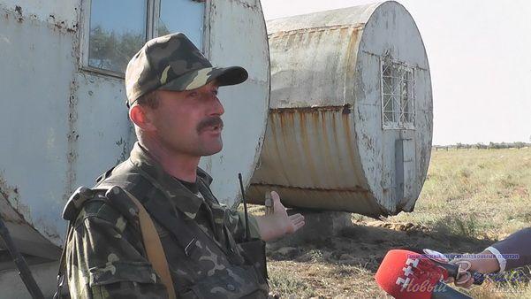 Украинских военнослужащих на Арабатской стрелке переселили в домики